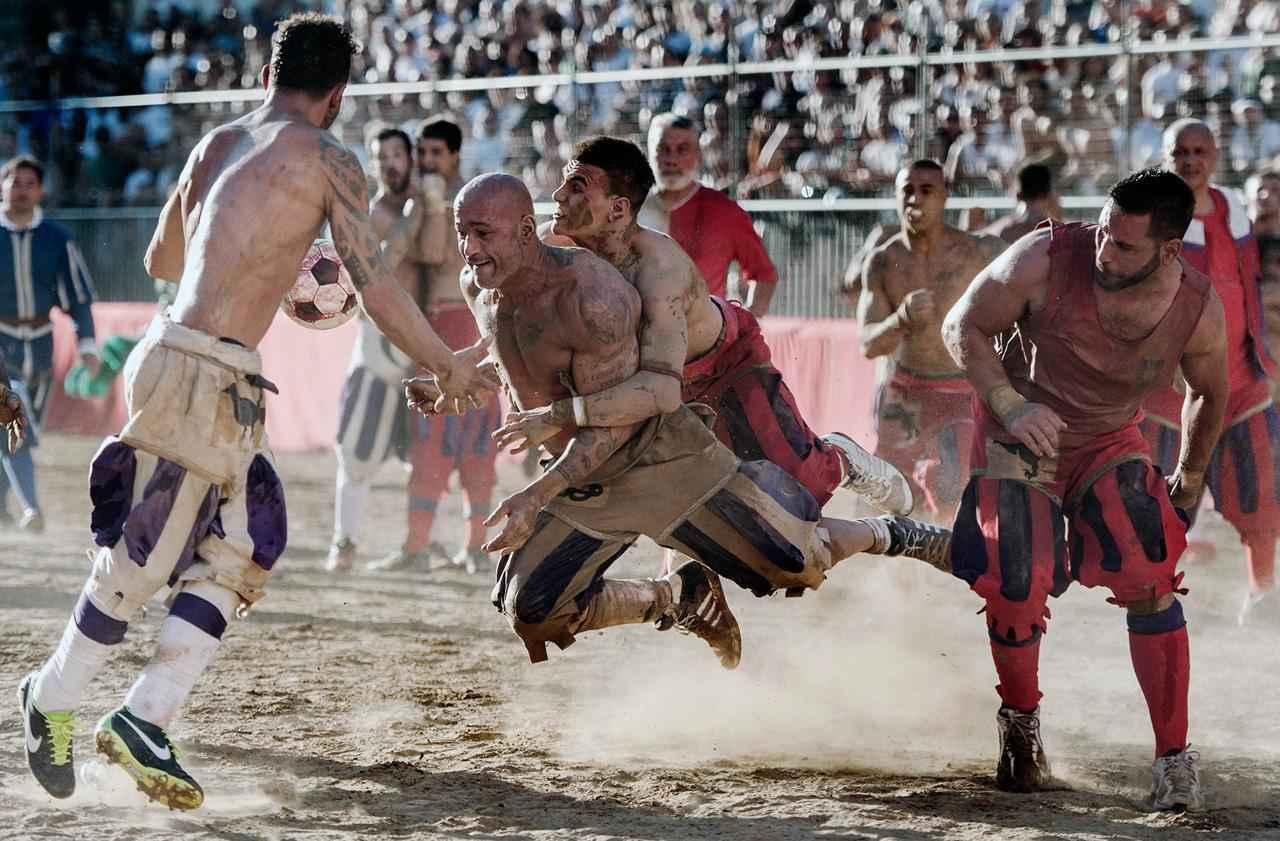 Кальчо - жесткий вид спорта