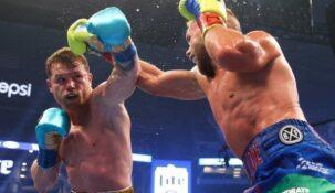 Мексиканский боксер Сауль Альварес стал чемпионом мира в суперсреднем весе сразу по трем версиям